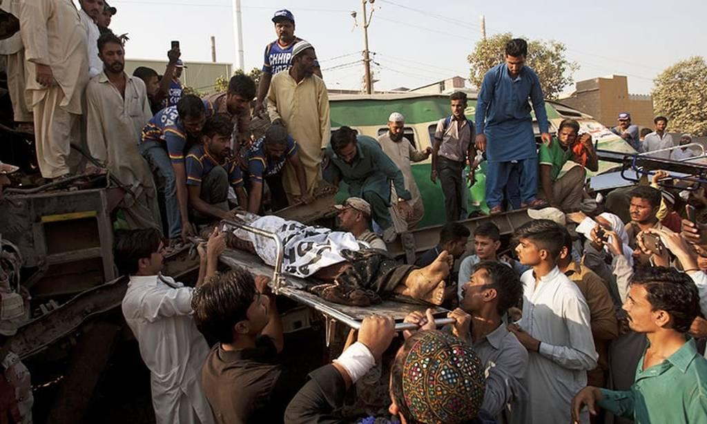 Τραγωδία στο Πακιστάν: 21 νεκροί και δεκάδες τραυματίες από σύγκρουση τρένων (2)