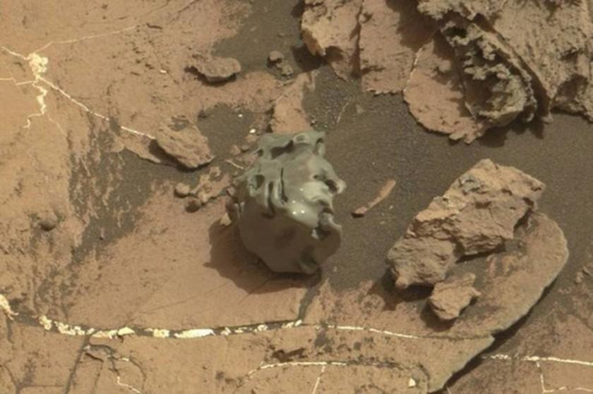 Μυστηριώδες μεταλλικό αντικείμενο ανακαλύφθηκε στον Άρη - Δείτε τη φωτογραφία της NASA