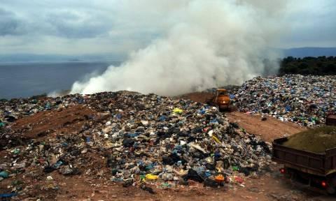 Τουλάχιστον 51,8 εκατ. ευρώ έχει πληρώσει η Ελλάδα σε πρόστιμα για τις παράνομες χωματερές