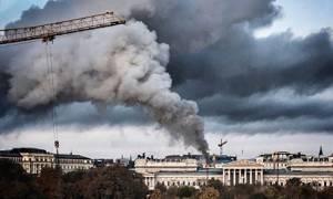 Στις φλόγες το αυστριακό κοινοβούλιο (Pics+Vids)