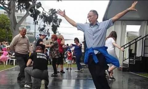 Το ζεϊμπέκικο Κινέζου σε ομεγενειακή εκδήλωση της Αυστραλίας