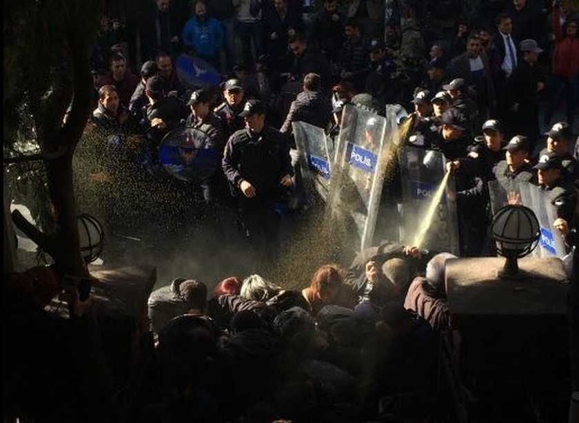 Τουρκία: Προφυλακίστηκε ο Ντεμιρτάς - Η αστυνομία διέλυσε με πραγματικές σφαίρες διαδήλωση (vid)