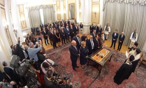Ανασχηματισμός: Ορκίστηκαν τα μέλη της νέας κυβέρνησης (pics+vid)