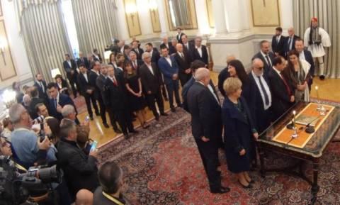 Κυβέρνηση άθεων: Μόνο 10 υπουργοί έδωσαν θρησκευτικό όρκο