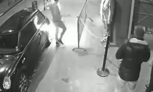 Η δραματική στιγμή που ηλεκτρονικό τσιγάρο ανατινάζεται στην τσέπη ενός άντρα (video)