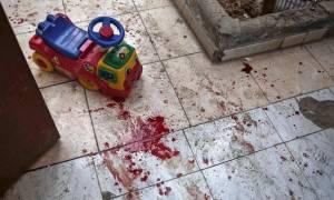 Εικόνες φρίκης: Έξι παιδιά νεκρά από βομβαρδισμό βρεφονηπιακού σταθμού στη Συρία