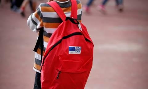 Λαμία: Γονείς κατά προσφυγόπουλων μαθητών έξω από δημοτικό σχολείο (pics)