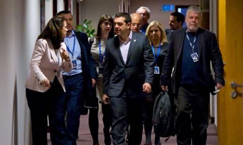 Ανασχηματισμός και στο Μαξίμου: Επιστρέφει ο Μιχόπουλος – Φεύγει ο Τσέκερης
