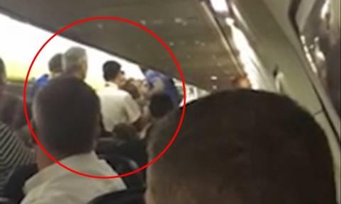 Χάος σε πτήση προς Μάλτα - Αναγκαστική προσγείωση αεροσκάφους (video)