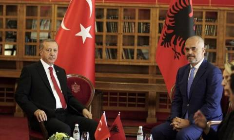 Οι Αλβανοί αστυνομικοί ντύθηκαν… Τούρκοι