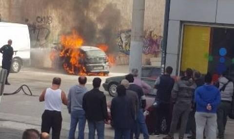 ΑΠΟΚΛΕΙΣΤΙΚΟ - Ίλιον: Αυτοκίνητο τυλίχθηκε στις φλόγες από το... πουθενά! (βίντεο - ντοκουμέντο)