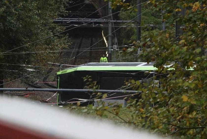 Ανατροπή τραμ στο Λονδίνο: «Υπάρχουν νεκροί»