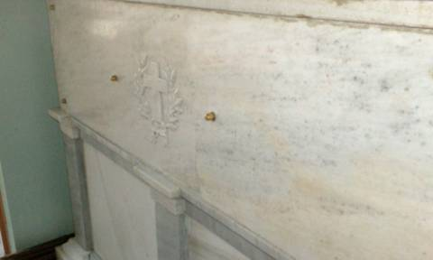 Ο χτύπος στον τάφο του Αγίου Νεκταρίου