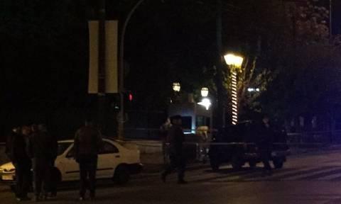 Τρομοκρατικό «χτύπημα» στη Γαλλική Πρεσβεία – Δείτε ζωντανή εικόνα από το σημείο της επίθεσης