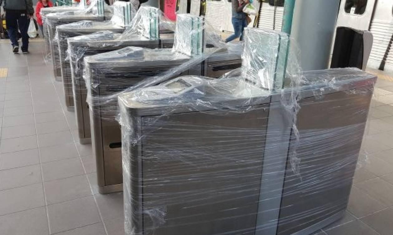 Άρχισαν να μπαίνουν οι μπάρες στο Μετρό της Αθήνας - Έρχεται τον Ιανουάριο το ηλεκτρονικό εισιτήριο