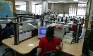 Απολύσεις στο Δημόσιο και «λουκέτο» σε δημόσιους φορείς απαιτούν οι δανειστές