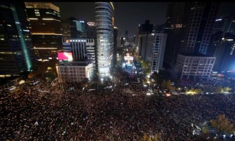 Χιλιάδες διαδηλωτές στους δρόμους της Σεούλ - Ζητούν την παραίτηση της προέδρου (pics)