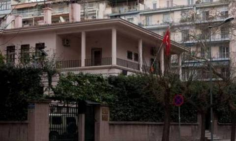 Θεσσαλονίκη: Κύπριοι φοιτητές κάνουν απεργία πείνας απέναντι από το Τουρκικό Προξενείο