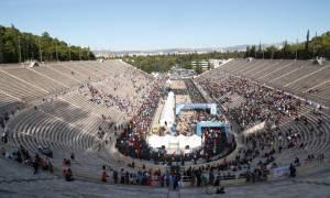 Μαραθώνιος 2016 Live – Απίστευτη γκάφα: Ανάποδα η ελληνική σημαία!