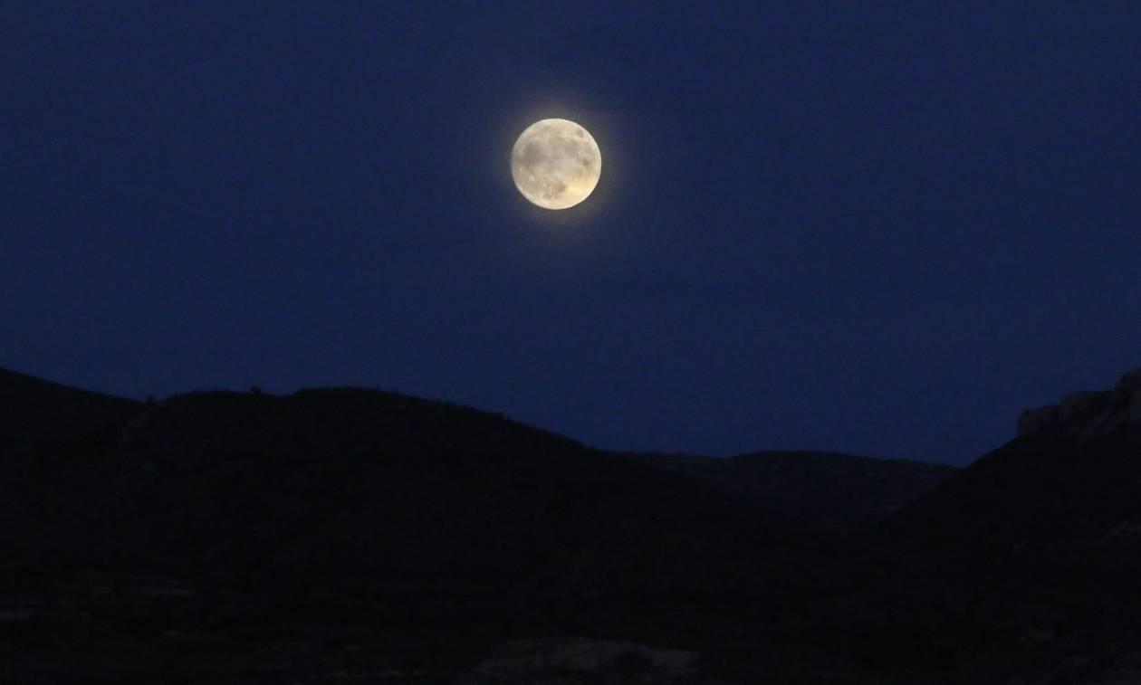 «Super Moon»: Η μεγαλύτερη Πανσέληνος των τελευταίων 70 ετών θα τραβήξει όλα τα βλέμματα! (photos)