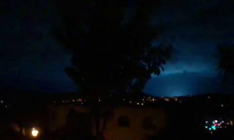 Ν. Ζηλανδία: Παράξενες λάμψεις φώτισαν τον ουρανό κατά τη διάρκεια του σεισμού! (vid)