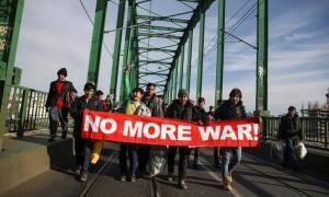 Σερβία: Χάος και συγκρούσεις μεταναστών με αστυνομικούς στα σύνορα με την Κροατία