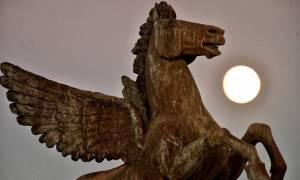 Η πιο εντυπωσιακή πανσέληνος των τελευταίων 70 ετών φώτισε τον ουρανό της Ελλάδας (photos)
