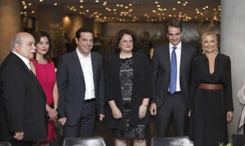 LIVE - O Ομπάμα στην Αθήνα: Γιατί αποκλείστηκαν από το δείπνο Περιστέρα και Μαρέβα;