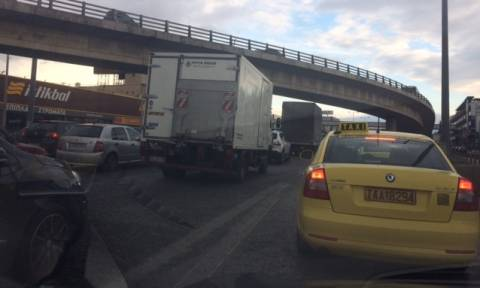 LIVE - O Ομπάμα στην Αθήνα: Κλειστοί δρόμοι - Απεργία σε Μετρό και τραμ - Πώς θα κινηθούν τα ΜΜΜ