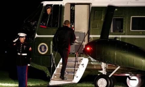 O Ομπάμα στην Αθήνα: Δείτε τον πρόεδρο των ΗΠΑ στο Air Force One λίγο πριν προσγειωθεί (vid)