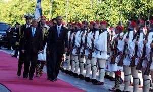 Ομπάμα σε Παυλόπουλο: Ο ελληνικός λαός έχει υπομείνει αρκετά - Ξεκινά καλύτερη περίοδος