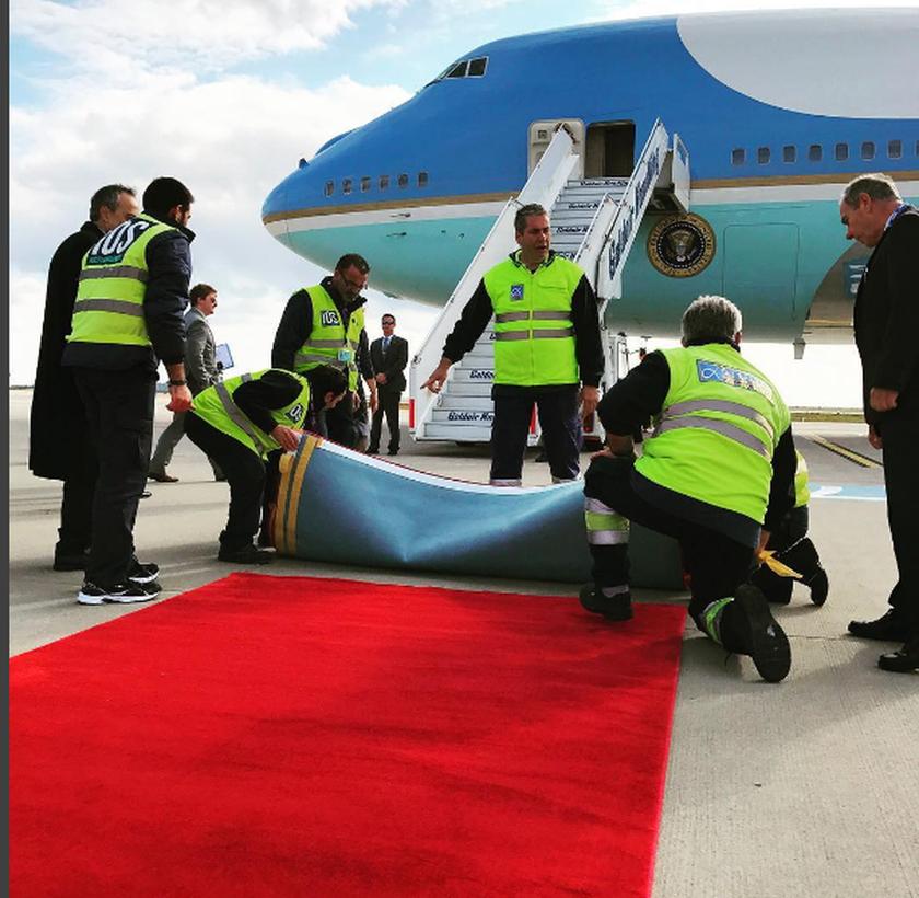 Επίσκεψη Ομπάμα: Ο Λευκός Οίκος για την γκάφα με το στραβό χαλί (photo)