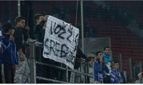 Ταυτοποιήθηκε ο κάτοχος του πανό με φασιστικό περιεχόμενο στον αγώνα της Εθνικής με τη Βοσνία