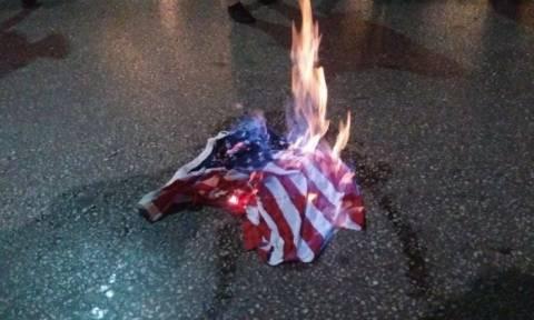 Επίσκεψη Ομπάμα: Έκαψαν την σημαία των ΗΠΑ έξω από το αμερικάνικο προξενείο Θεσσαλονίκης