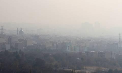 Ιράν: «Θερίζει» η αιθαλομίχλη την Τεχεράνη - Ξεπέρασαν τους 400 οι νεκροί από τη ρύπανση