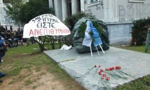Επέτειος Πολυτεχνείου: Νωρίς το πρωί η κατάθεση στεφάνων από Βούτση, Γαβρόγλου και Ρήγα