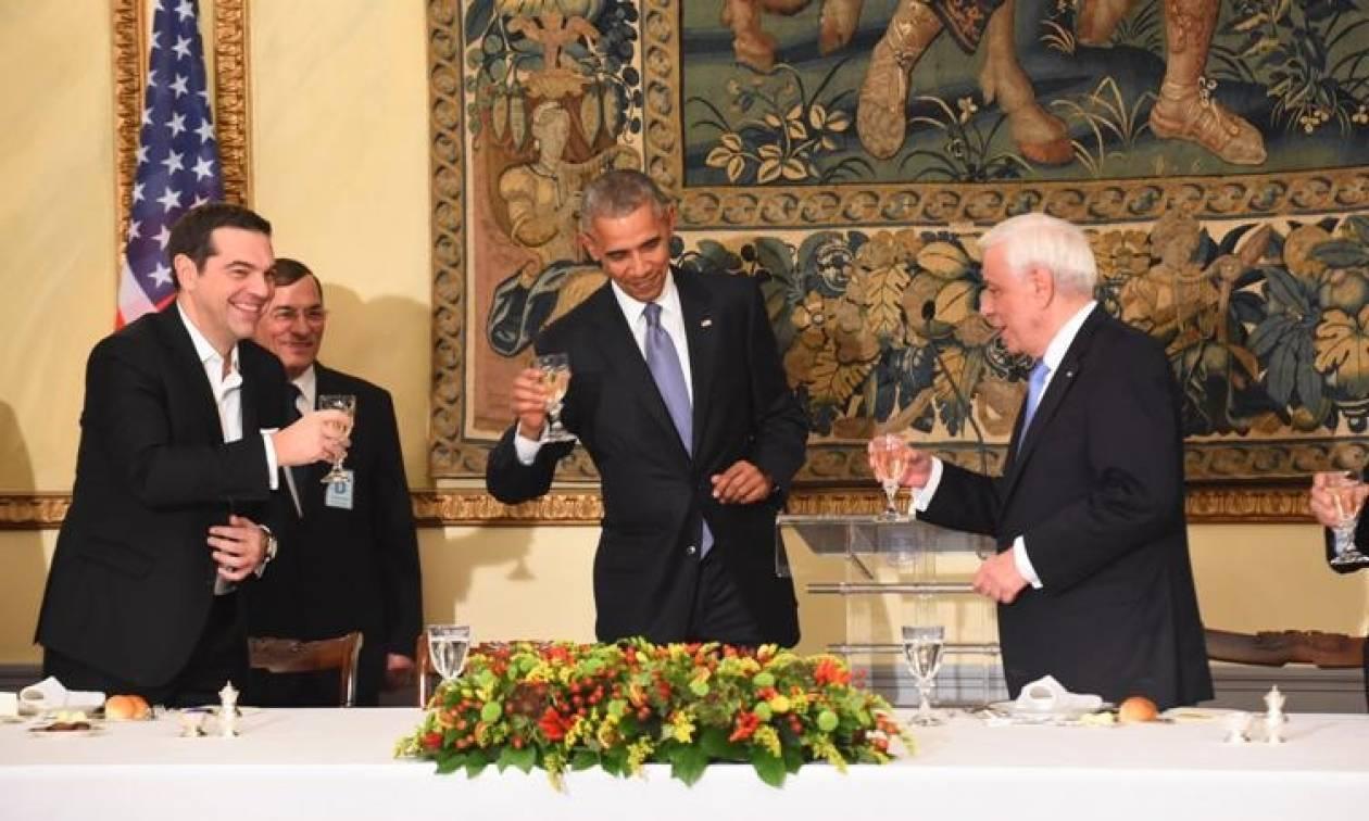 Επίσκεψη Ομπάμα: Ποια γυναίκα έκλεψε την καρδιά και το βλέμμα του Προέδρου των ΗΠΑ στο δείπνο