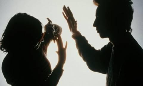 Σοκ στον Βόλο: Κρατούσε τη μητέρα του όμηρο και την ξυλοκοπούσε