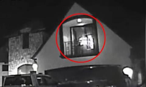 Απίστευτο βίντεο: Ελεύθερος σκοπευτής σκοτώνει τον απαγωγέα 2χρονης ενώ την κρατά αγκαλιά!