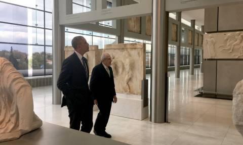 Επίσκεψη Ομπάμα Αθήνα: Τι δώρα πήρε ο πρόεδρος των ΗΠΑ που δήλωσε ότι… θα επιστρέψει!