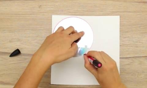Πήρε ένα CD κι ένα χαρτί... Αυτό που έφτιαξε θα το κάνετε κι εσείς αμέσως (video)