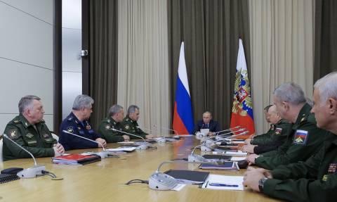 Путин продолжит серию совещаний с военными и встретится с постоянными членами Совбеза РФ