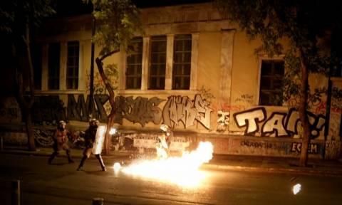 Επεισόδια Πολυτεχνείο: Πέτρες, οδοφράγματα και χημικά στη Στουρνάρη