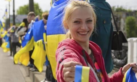 ΕΕ: Eπί της αρχής συμφωνία για να καταργηθεί η βίζα για τους πολίτες της Ουκρανίας