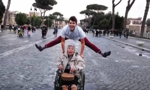 Κρήτη: Αυτός είναι ο καλύτερος εγγονός του κόσμου! Έκανε δώρο στη γιαγιά του ένα… (vid)