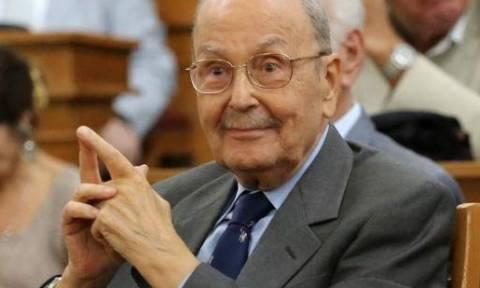 Σε σοβαρή κατάσταση νοσηλεύεται ο Κωστής Στεφανόπουλος