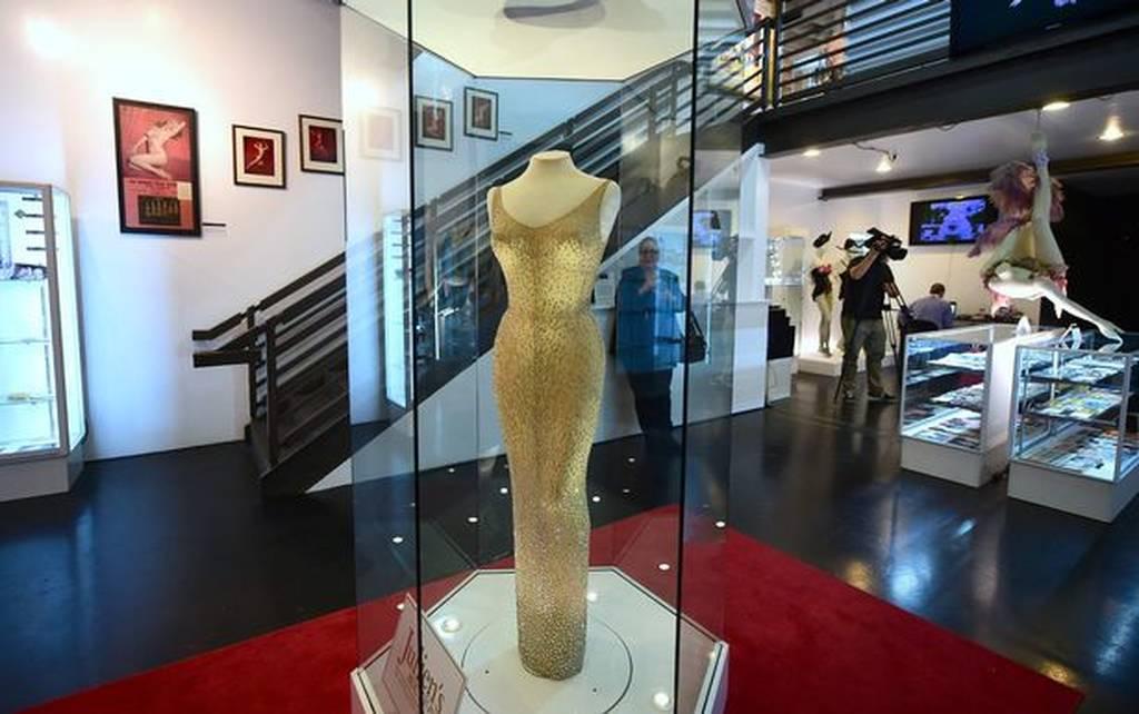 Τιμή ρεκόρ για το θρυλικό φόρεμα της Μονρόε που φορούσε στα γενέθλια του Κένεντι! (pics+vid)