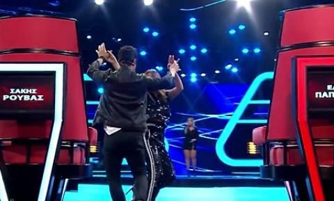 The Voice: Ο ξέφρενος νησιώτικος χορός της Παπαρίζου με τον Ρουβά (video)