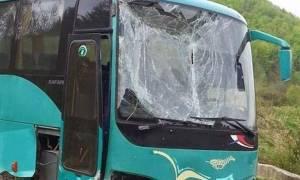 Λεωφορείο των ΚΤΕΛ συγκρούστηκε με Ι.Χ στα Τέμπη