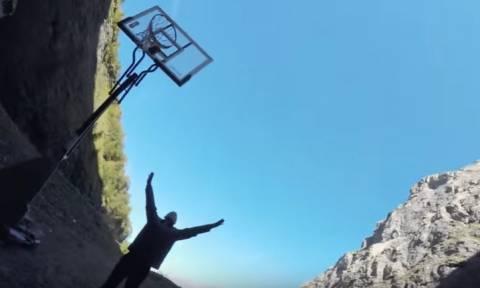 Απίστευτο βίντεο: Ευστόχησε σε σουτ από ύψος... 180 μέτρων!